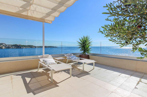 Frontline duplex penthouse with 2 large roof terraces and direct sea access