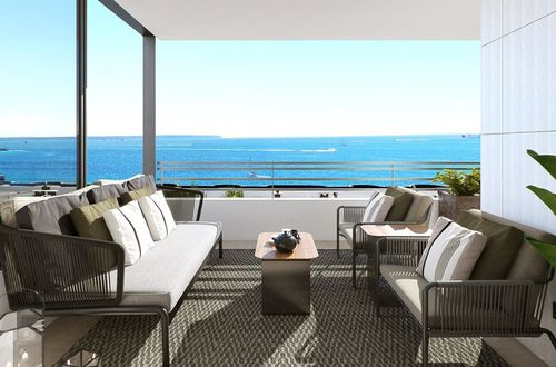 Contemporary frontline apartment with fabulous sea views