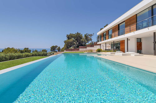Attractive newly built sea view villa in sought after location