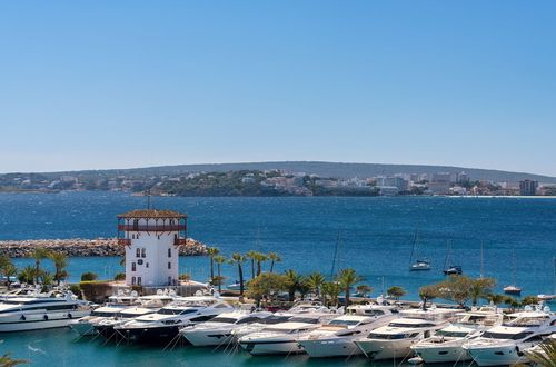 Luxury apartment direct at the marina of Puerto Portals