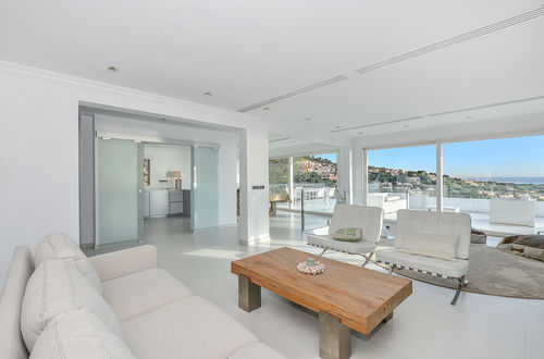 Superb modern sea view villa in sought after area