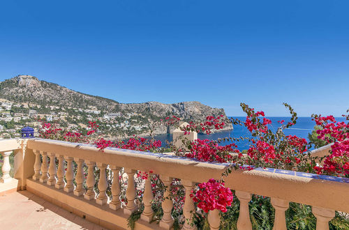 Mediterranean villa with spectacular panoramic sea views