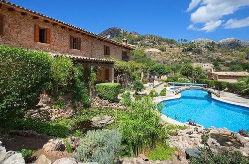 Idyllically situated country estate with a panoramic view of the landscape and the mountains