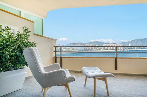 Luxus-Apartment in 1. Meereslinie in Torrenova