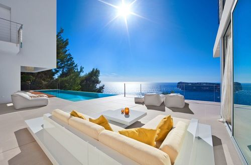 Breathtaking villa with panoramic sea views
