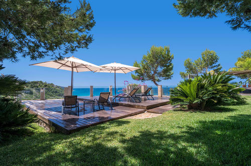 Sublime waterfront property set on a plot of land of 2204 m2