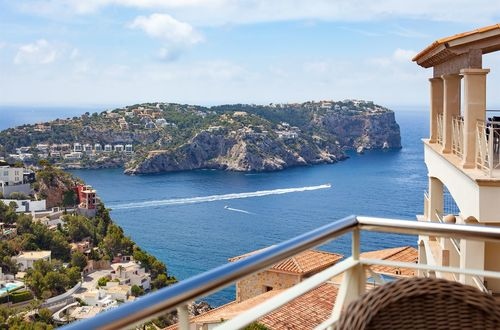Luxurious penthouse with panoramic sea views over the harbor and La Mola
