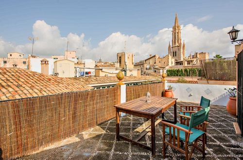 Charming townhouse in Palma de Mallorca with ground floor restaurant