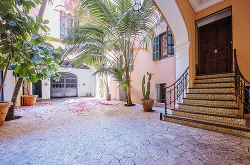 Beletage apartment in an old town palace in Palma