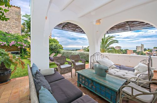 Stylish villa with stunning sea views in Bonanova