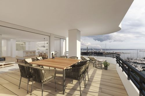Renovated apartment with harbour and sea views