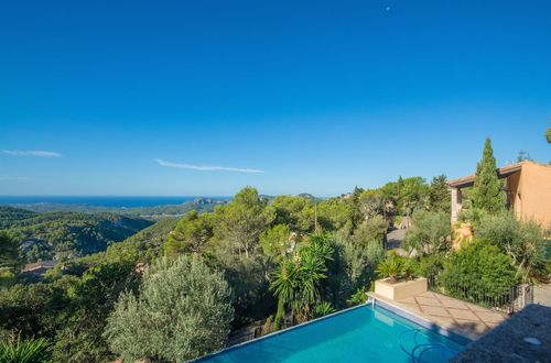 Beautiful estate with panoramic sea views