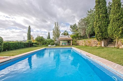 Well-kept country house with a large plot of 10,250m2