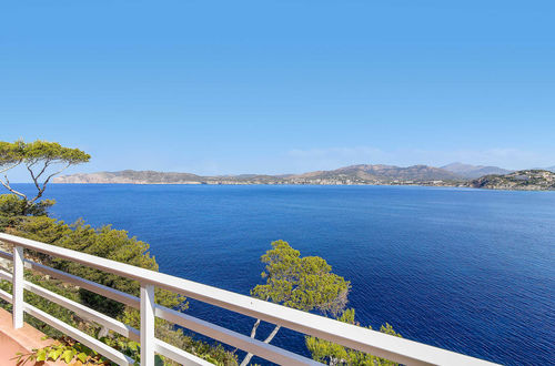 Frontline villa with direct sea access in Santa Ponsa