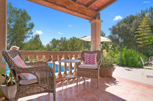 Superbly located villa with charming garden
