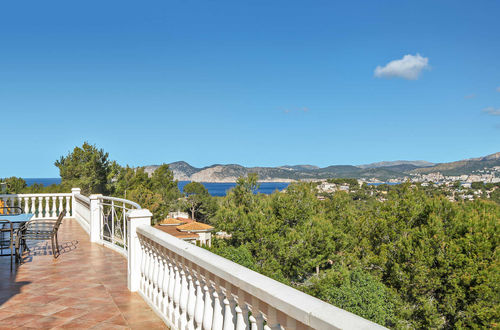 Beautiful sea-view villa with lots of potential