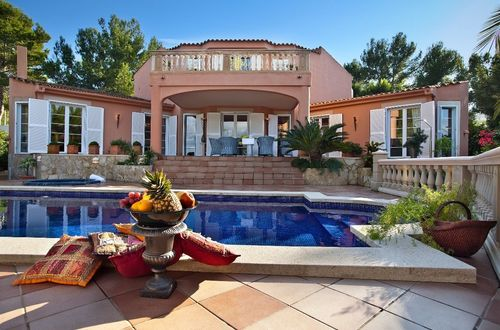 Romantic villa in calm location surrounded by a lovely Mediterranean garden