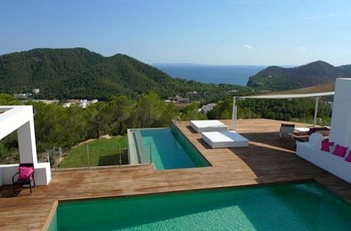 Beautiful sea view residence in idyllic location overlooking the Mediterranean landscape